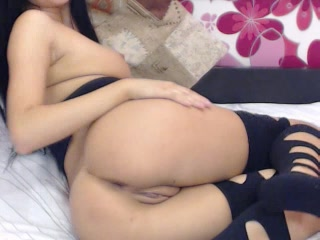 Sexy girl shows off her perfect ass on free cam